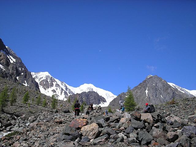 Hiking in the Altai Republic (photo by Obakeneko)