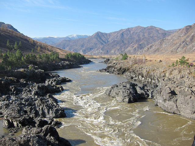Katun River (photo by Obakeneko)