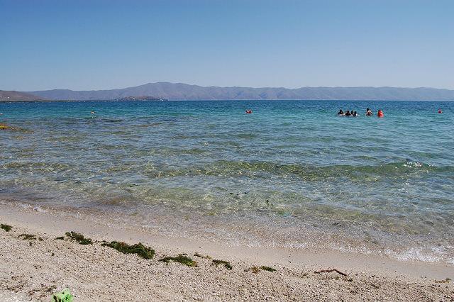The beach of Lake Sevan (photo by Andrzej Wójtowicz)