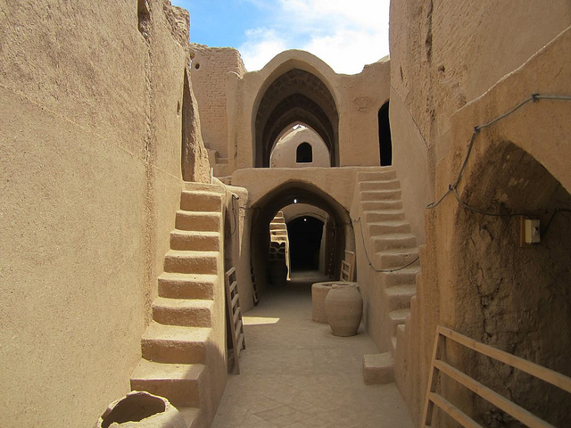 9th century Sassanid Fortress at Saryazd, Iran (photo by David Stanley)