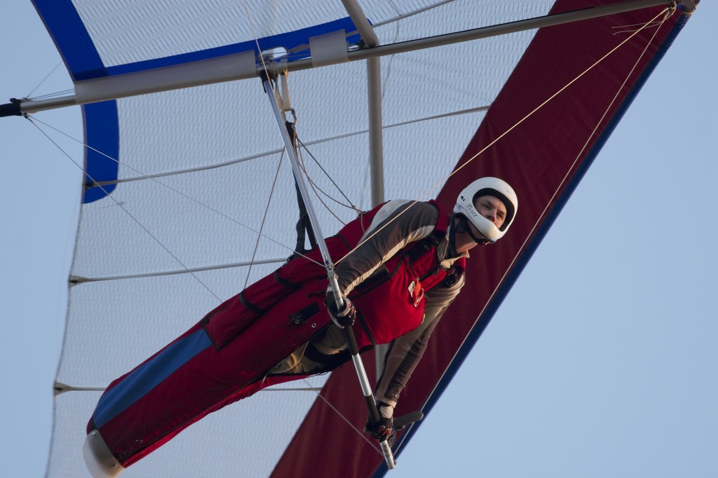 difference between hang gliding and paragliding