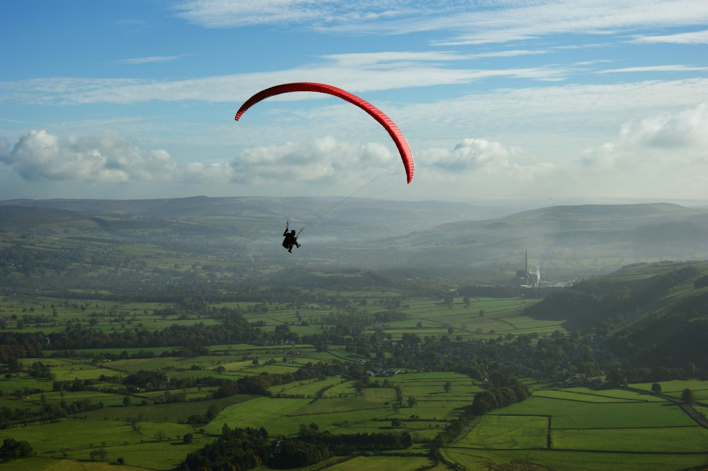 differences between hang gliding and paragliding
