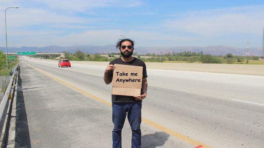Hitchhikers By Side Of Road >> How to Hitchhike: A Hitchhiker's Guide to Hitchhiking - Adventure Herald