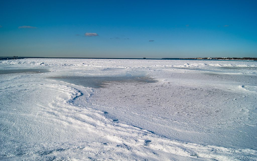 Frozen_sea_in_Estonia_(8559279573)