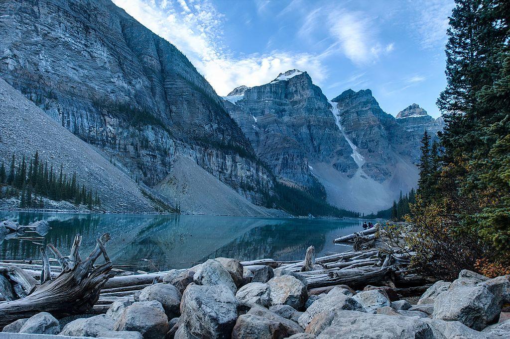 Moraine_lake,_Banff,_Alberta,_Canada