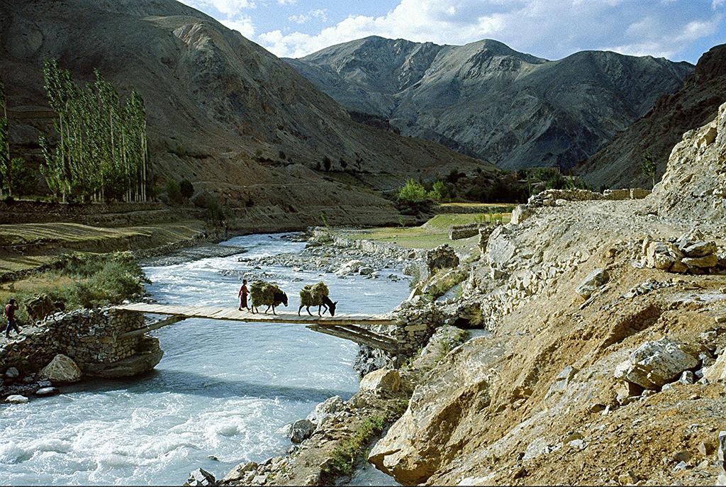 Zanskar_yapola_river