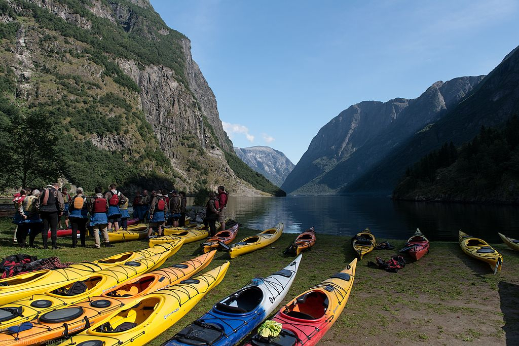 places to explore by kayaking