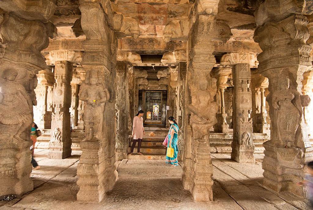 Main_Hall_,_Sri_Veerabhadra_Temple,_Lepakshi