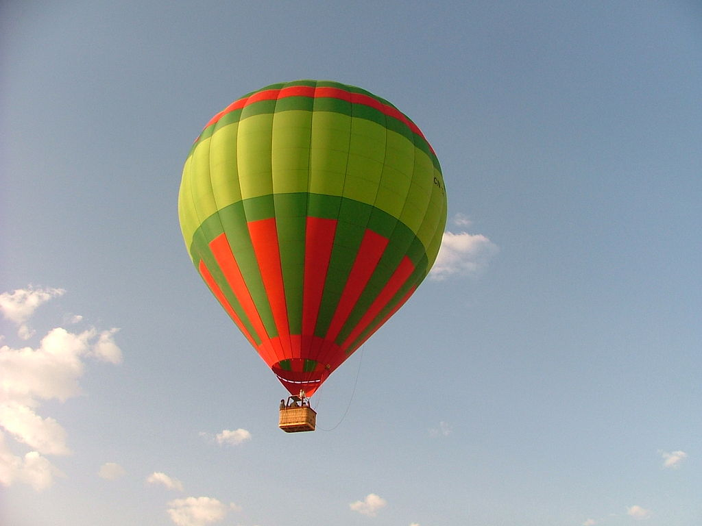 1024px-Ballooning_trip_Morocco