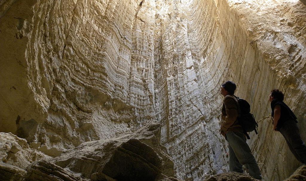 1024px-Sodom_Salt_Cave_031712