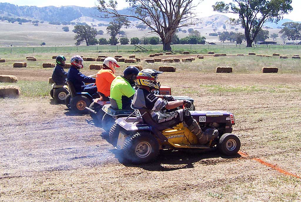 Lawn Mower Racing >> A Brief History Of Lawn Mower Racing Adventure Herald