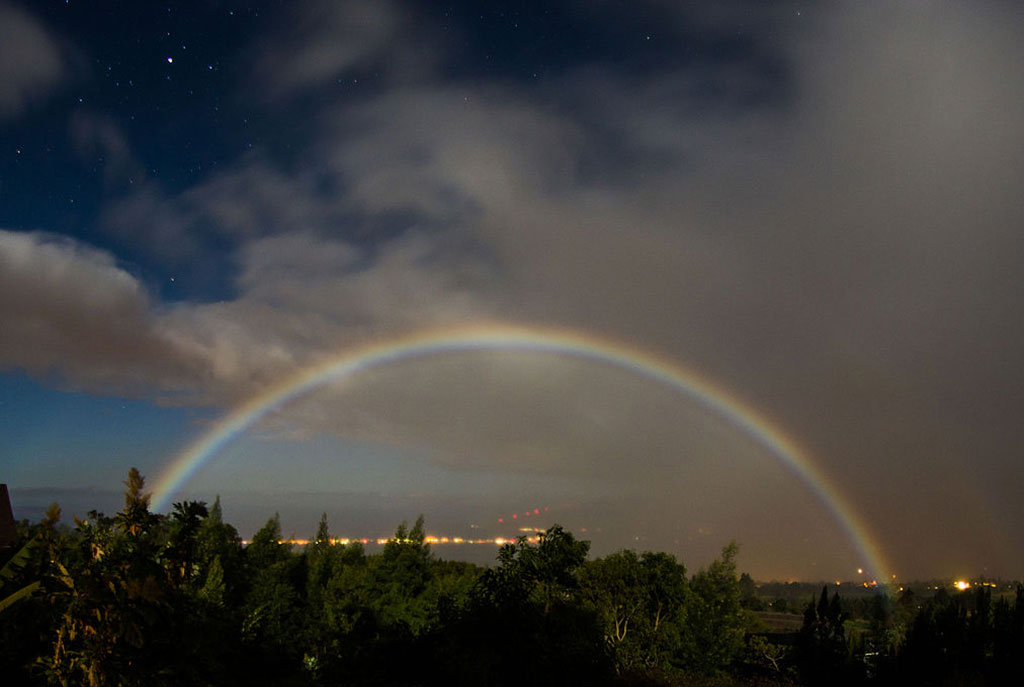 Moonbow,_Kula,_Hawaii.